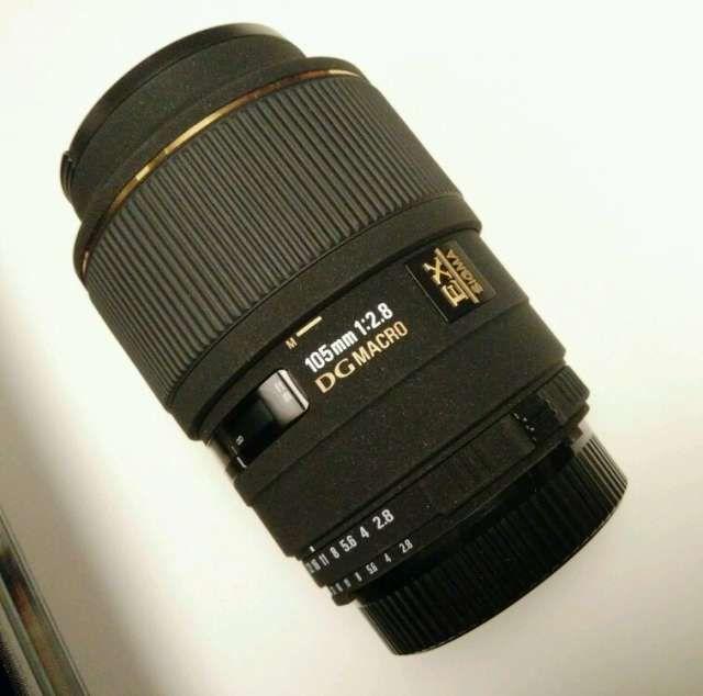 . Objetivo macro Sigma 105 2.8 para Nikon. Casi sin uso. En perfecto estado. Con bolsa de protecci�n y parasol.