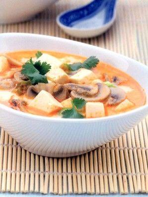Thai leves tofuval és gombával