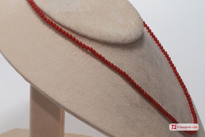 Extra Red Coral Necklace Dark Color round 3mm in Gold 18K Collana Corallo rosso Extra Dark Color pallini 3mm in Oro 18K #jewelery #luxury #trend #fashion #style #italianstyle #lifestyle #gold #silver #store #collection #shop #shopping #showroom #mode #chic #love #loveit #lovely #style #beautiful #pretty #madeinitaly #bestoftheday #necklace #necklaceforsale #redcoral