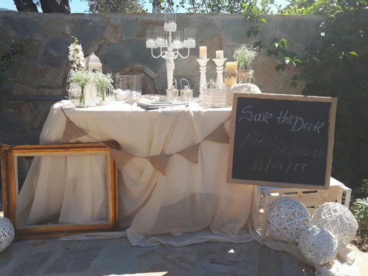 Τραπέζι γάμου για το βιβλίο των καλεσμένων!