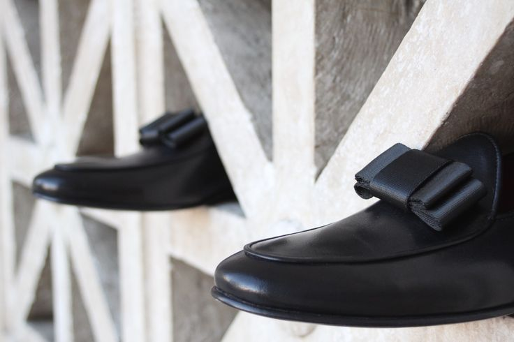 #HandmadeShoes: Olimpo Black. Details: #Leather #Loafers, Bow on Top, Outsole & Insole Lining Leather, Hand-Painted, Handmade in Europe, Includes: VACCIO Velvet Dustbag & VACCIO Box | www.vaccio.it