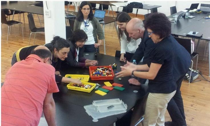 Building a representation of a curator using LEGO bricks