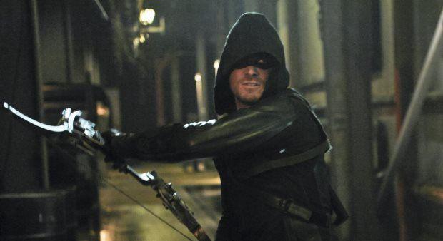 Ra's al Ghul (Matthew Nable) entra in Arrow 3 e presenta parecchie similitudini con Batman Begins.