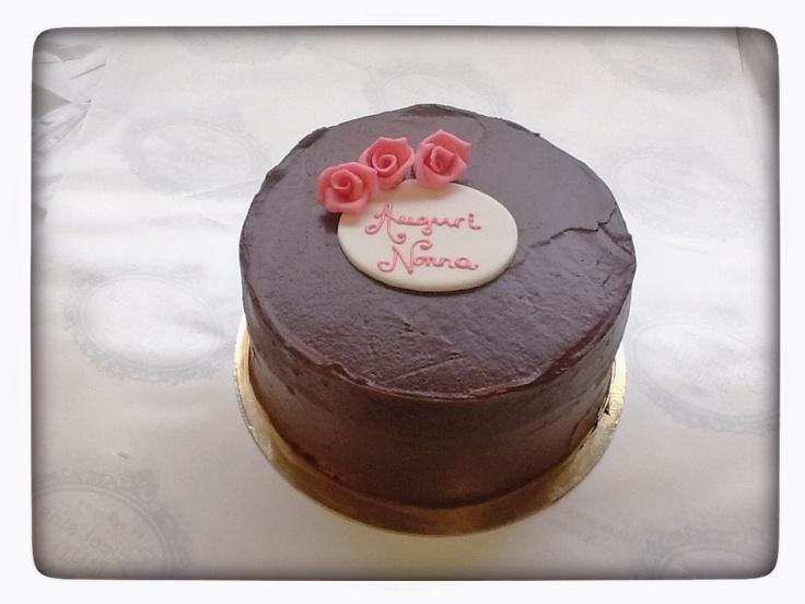 http://www.sweetsinsbakery.it/ DARK LADY, TORTA AL CIOCCOLATO FARCITA CON GANACHE DI CIOCCOLATO FONDENTE