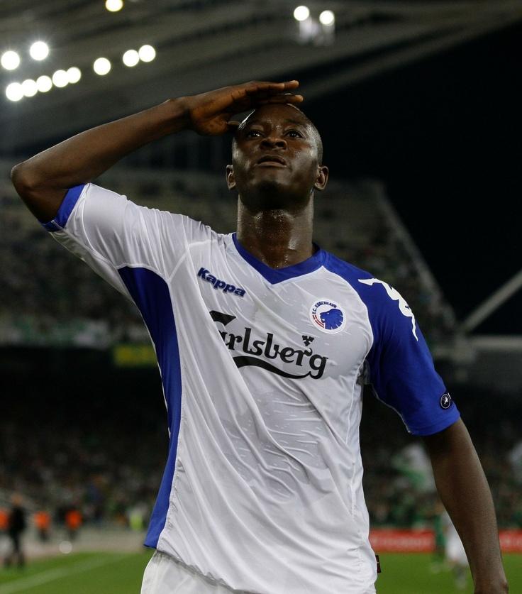 The boss saluting the FCK fans against Panathanaikos. FC København / FC Copenhagen