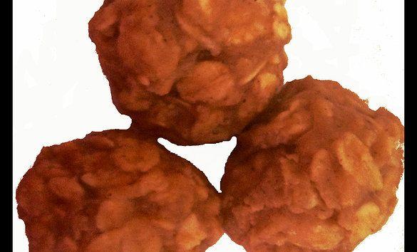 Bolitas de crema de cacahuate y avena. Oatmeal & peanut butter dog treats http://www.guaurmet.com/#!Crema-de-cacahuate-avena/zoom/c21kz/imagehpe