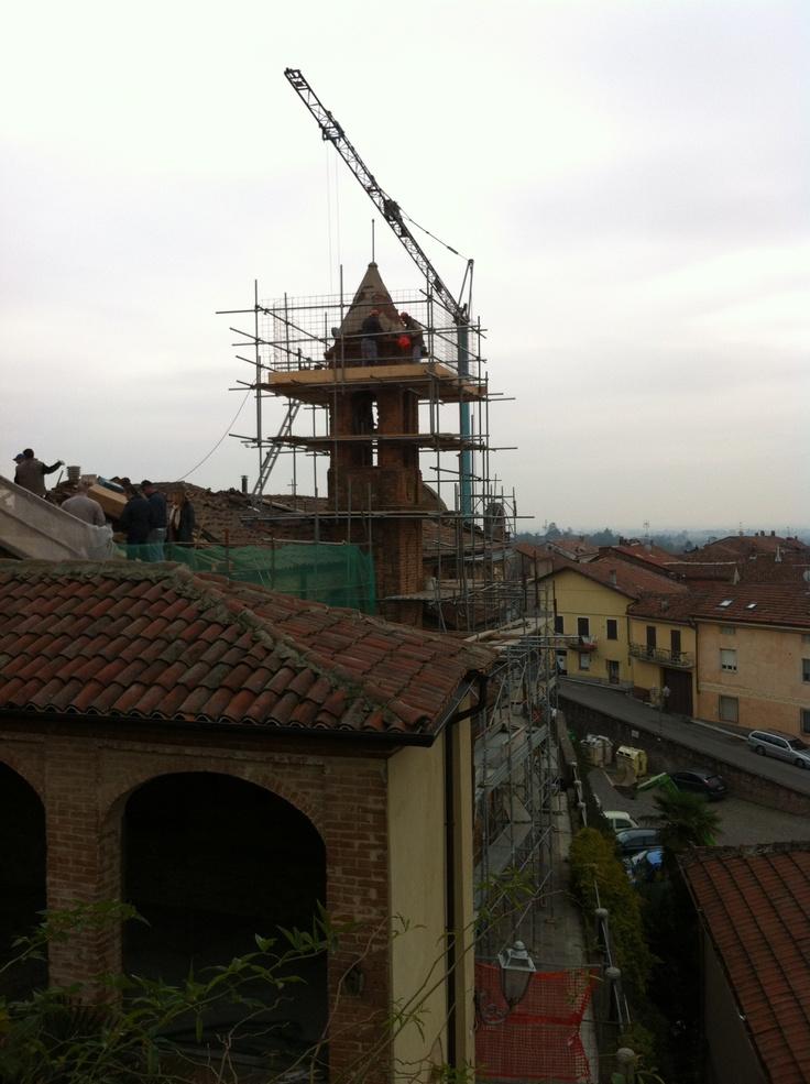 Si ripara il tetto dei Battuti...