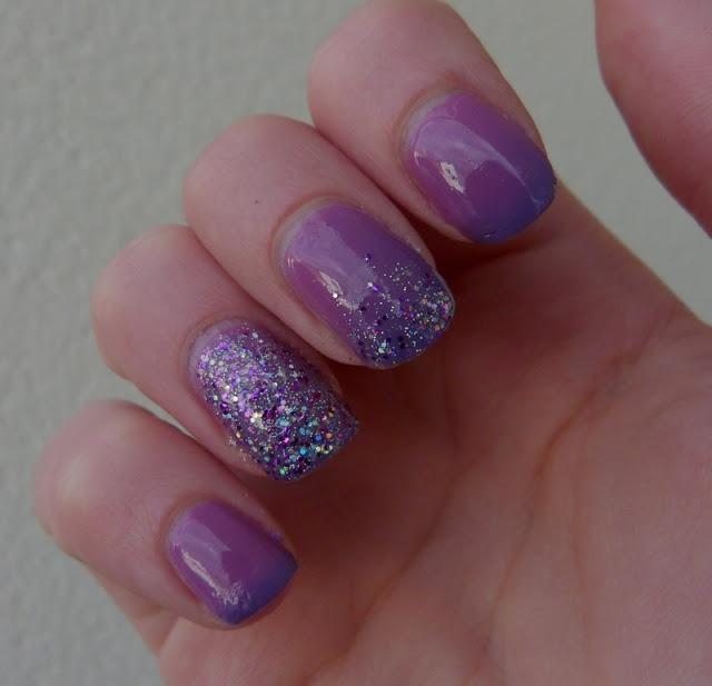 #nails #nailart #paillettes #purple #violet #yeslove http://www.emotion-wizard.com/2013/06/un-vernis-qui-change-de-couleur.html
