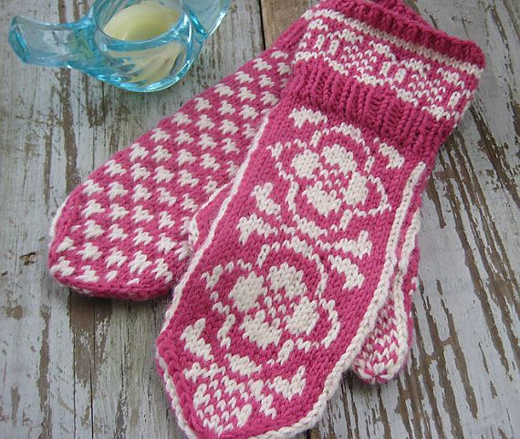 Mittens in Traditional Scandinavian Pattern SARA