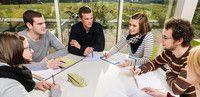 Betriebswirtschaftslehre (dual)(B. A.)   Hochschule Magdeburg-Stendal, Studienort Stendal Das besondere am dualen Studium: Es verzahnt Theorie und Praxis besonders eng miteinander. Denn jedes Semester besteht aus einer Theoriephase, also dem klassischen Studium an der Hochschule, und einer Praxisphase, die Du in einem Unternehmen verbringst. Das bringt Dir mehrere Vorteile: Zum einen kannst Du schon während des Studiums echte Praxisluft schnuppern und Dein Wissen aus Vorlesungen…