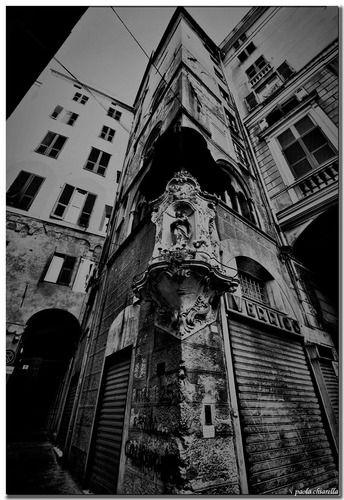 Genova Via San Pietro della Porta - Edicola votiva che raffigura La Madonna della Guardia - Paola Chiarella
