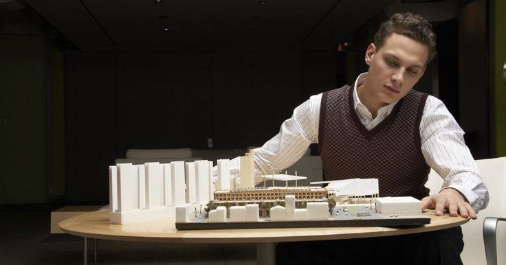 Como fazer uma escada para uma maquete de casa. Fazer uma escada para uma casa modelo é semelhante e ao mesmo tempo muito diferente de construir uma em escala real. Geralmente, o modelo tenta alcançar a forma ou a grandeza da aparência da escada, mas raramente um detalhamento maior até que um modelo detalhado seja solicitado. Muitas vezes essas amostras detalhadas são feitas em escala, ...