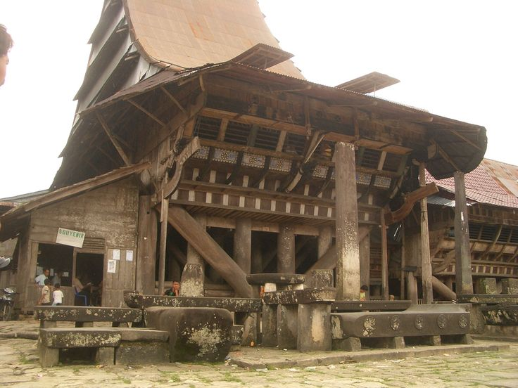 Nias wooden house, Indonesia  http://upload.wikimedia.org/wikipedia/commons/b/b4/Omo_Sebua,_South_Nias,_Indonesia.jpg