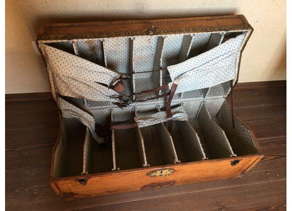 Coffre à chaussure Circa 1870 | Chaussure, Coffre et Malle de voyage