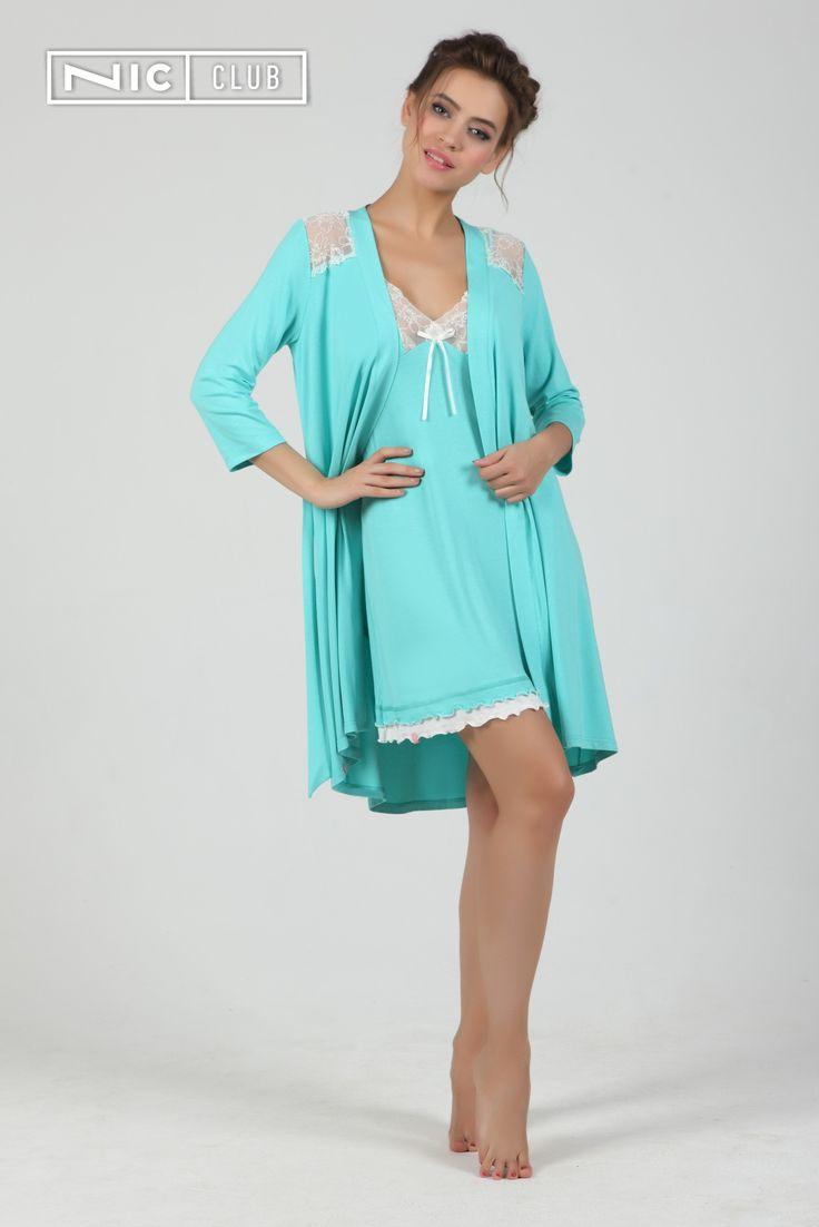 Сорочка Angelo — прилегающего силуэта, расклешенная к низу, на тонких бретельках с регуляторами. Ночная сорочка отделана вышивкой контрастного цвета на чашках во всех вариантах, кроме кораллового. Коралловое платье декорировано вышивкой в тон основной ткани. По низу изделия идет двойной волан.  #chemise #sleepwear #loungewear #color