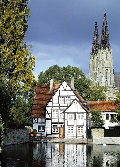 Nahezu die komplette Soester Innenstadt mit rund 600 Häusern steht unter Denkmalschutz. Viele Bauwerke der Stadt, wie beispielsweise auch eine der ...