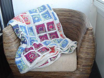 TAIKSI: Virkattu peitto - isoäidinneliöt