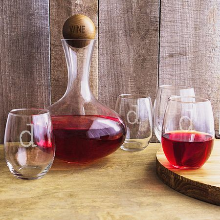 Contemporary style and structure shapes this Personalized Wine Decanter Glass Set. This extraordinary decanter set is ideal for entertaining, with a large 67.62 oz. wine decanter and four stemless win