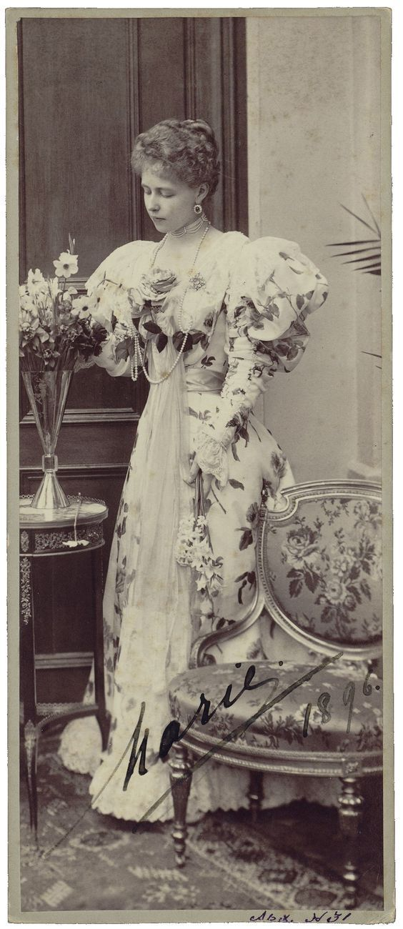 1898 Queen Marie while at the Youssopovs estate Arkhangelskoye
