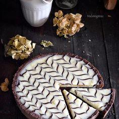 Non è una semplice crostata, se siete curiosi di sapere com'è composta questa delizia al caffè e cioccolato, correte a leggere la ricetta, buona domenica 🌻 #dolcidelladomenica #mocaccina #tortamojadadechocolate #crostate #cioccolato #chocolate #caffè #tarteauchocolat #cuisine #ricette #surmatable #onthetable #modeonsweet #unamore_dicucina #loveallchoco #mapisweetb #pastry #italy_food #yahoofood #instaday #picoftheday #fotodelgiorno