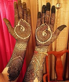 Bridal henna - love the paisley-esque design in the middle