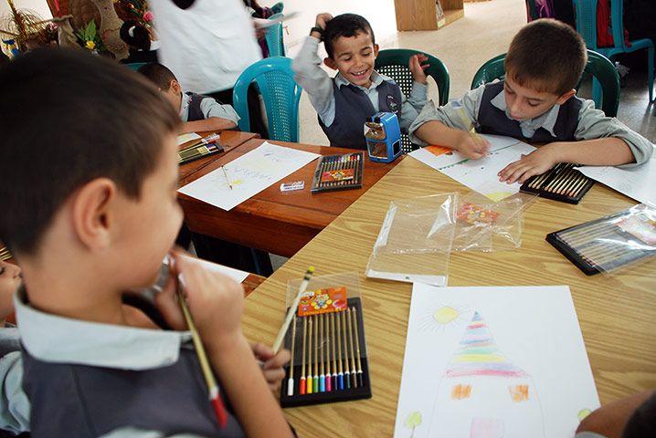 """""""Un parc où les enfants et les familles pourraient s'amuser"""" Voilà à quoi rêvent les enfants de Gaza, lors d'un atelier de dessin en 2012"""