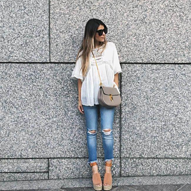 Классический фьюжн: женственная блуза и немного рваные маскулинные бойфренды. Для создания похожего образа в этом стиле приходите к нам в JiST или jist.ua. Теперь можно со скидками до 50%. #fashionable #outfitidea: #stylish & #trendy #boyfriend #jeans & #laced #blouse are perfect for #chic #summer #outfit #мода #стиль #тренды #джинсы #блуза #модно #стильно #лето