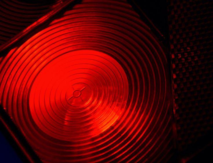 Nadeszła jesień. Coraz krótsze dni i pogarszające się warunki atmosferyczne obligują nas do używania świateł w ruchu drogowym. Czy sprawdziliście stan oświetlenia waszych przyczep?