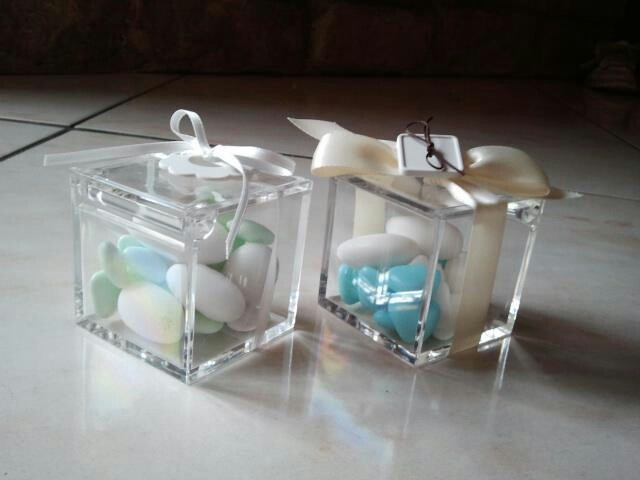 plexiglass boxes for confetti or candies