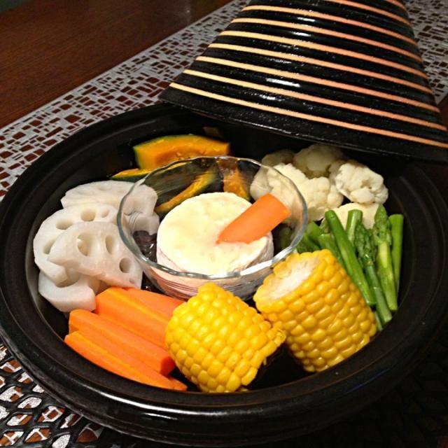 今日はお手軽フォンデュ お野菜とカマンベールチーズを一緒にタジンで蒸し蒸し - 197件のもぐもぐ - タジン鍋でカマンベールチーズフォンデュ by AIMABLE
