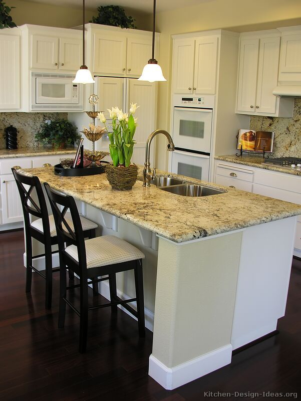 Traditional White Kitchen Cabinets #14 (Kitchen-Design-Ideas.org)