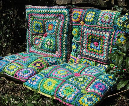 Puffy seat cushions with buttons - I need these!  Why didn't I think of this?  . . . .   ღTrish W ~ http://www.pinterest.com/trishw/  . . . .     #crochet #pillow #granny_square