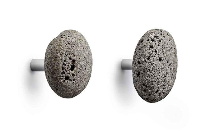 Steinkule (sorry, klarte ikke dy meg) knagger fra Normann Copenhagen. Str: D ca 7 cm.Hver Stone Hook er laget av unik naturstein og varierer derfor i størrelse og form. Husk &