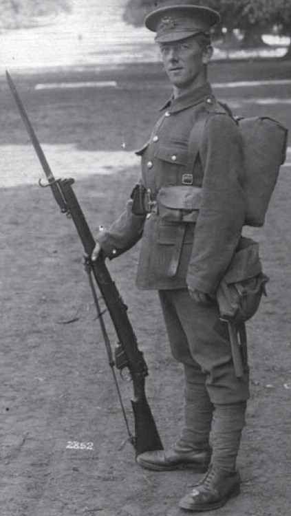 A British soldier in full marching order early in World War I. He carries the Mk. I SMLE fastened with an early Pattern 1907 bayonet
