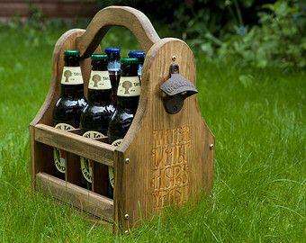 Portador de madera cerveza personalizada cerveza portador portador rústico cerveza grabado, hecho a mano, cumpleaños, boda, padrinos de boda regalo, bolsa de cerveza