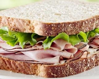 Sandwich minceur jambon-beurre : http://www.fourchette-et-bikini.fr/recettes/recettes-minceur/sandwich-minceur-jambon-beurre.html
