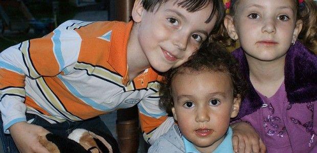 Băiețelul meu, Andrei, a fost zilele trecut în parc cu prietenii lui, Ana și Iustin. Au fost însoțiți de bunicul lor. L-am lăsat singur, pen...