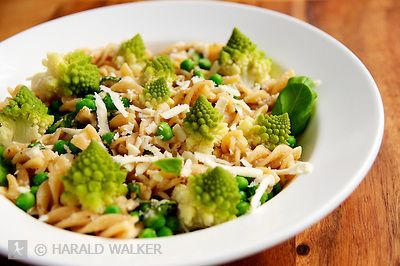 Spirali Pasta with Romanesco, Peas and an Almond-Miso-White Wine Sauce, garnished with soy cheese. (Harald Walker)