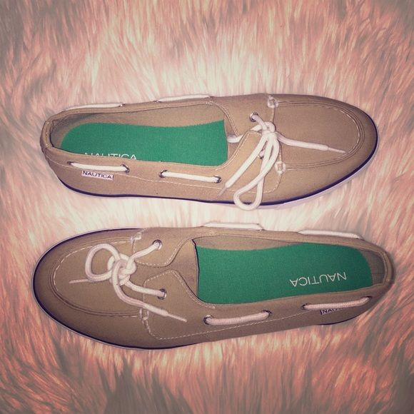 Last Chance❗️NWOT Nautica sailing shoes Get ready for the warmer months with these. Super cute for everyday wear or out on the boat. Brand new, never worn. Nautica Shoes Flats & Loafers