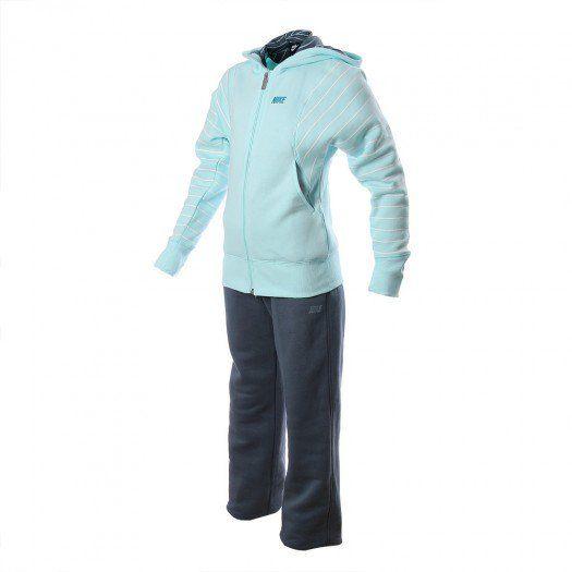 El conjunto Tri Graphic Glam de Nike para niños incluye una chaqueta de cierre completo y un pantalón con un interior muy cómodo que le darán a los pequeños un look muy deportivo.