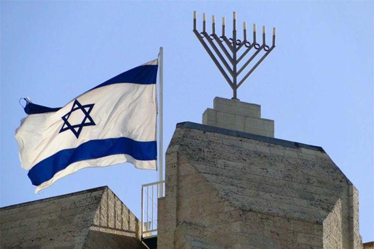 Mayoritas Yahudi Israel Dukung Pembunuhan Warga Palestina  Bendera Israel. Foto: Middle East Monitor  LONDON Ahad (Middle East Monitor): Mayoritas (66.5%) publik Yahudi Israel dukung pembunuhan terhadap warga Palestina. Hal itu berdasarkan Indeks Perdamaian terbaru yang dipublikasikan Institut Demokrasi Israel dan Universitas Tel Aviv. Responden jajak pendapat ditanya apakah mereka setuju dengan pernyataan Rabbi Yitzhak Yosef pada awal Maret lalu bahwa membunuh warga Palestina yang…