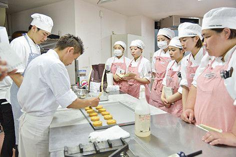 【レコールバンタン】タルトの定番! 「タルト ドゥミ フレーズ」製菓実習レポート