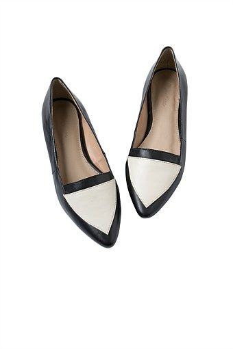 Women's Clothing - Pointed Leather Flat