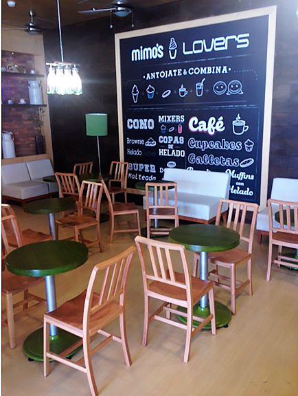 Mimos Lovers: - Bancas pintadas en poliuretano Verde y madera Perillo. - Sillas en Madera Perillo con acabado en laca mate a base de agua. - Mesas en Madera Perillo con tinte verde con Poliuretano gris . Ubicados en Viva Laureles, Medellín (Colombia).