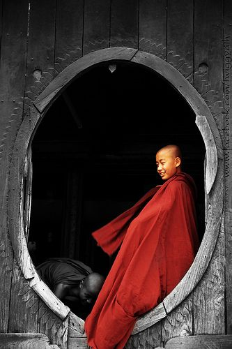 Monk at Shwe Yan Pyay Monastery_Inle lake_Burma | von TwiGGyAth