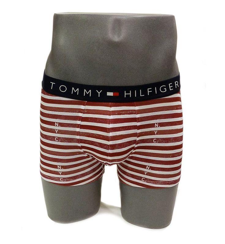 Los boxers Tommy son elegancia para el hombre actual. Modelo a rayas lleva las iniciales N.Y.C. y las de T.H. repartidas por el calzoncillo. Ref: 1U87906031 615