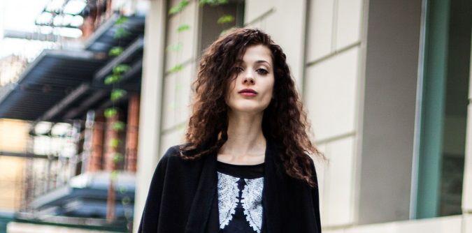 Frisé mon amour: la tendenza capelli per l'autunno che trae ispirazione dagli anni '90