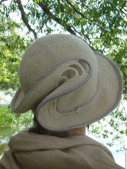 Купить или заказать Шляпа 'Мажор' в интернет-магазине на Ярмарке Мастеров. Шляпа, создающая легкое, светлое настроение: приподнятые поля, декор в виде устремленного вверх 'перышка', приятный универсальный бежевый цвет пряжи. А еще возможность менять ее вид по настроению - это приятно. Поля и декор выполнены на леске, что фиксирует их форму, сохраняя гибкость. Вид шляпы не пострадает от транспортировки в пакете. Модель и автор валяного шарфа -Натали Клер www.livemaster.