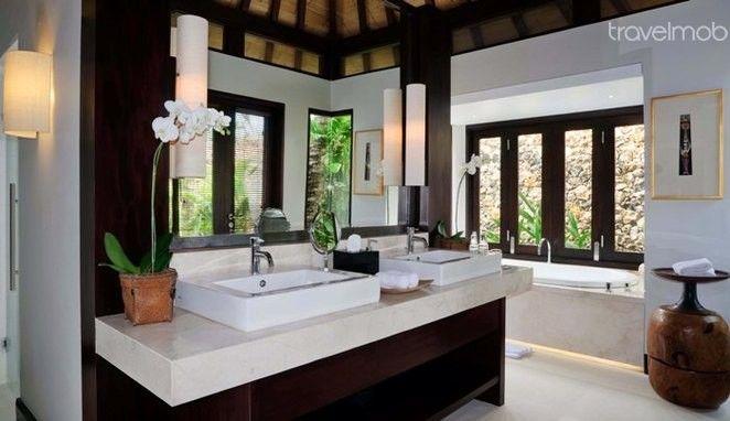 Modern twist on the traditional Balinese bathroom. #Bathroom #Bali #holidayrental