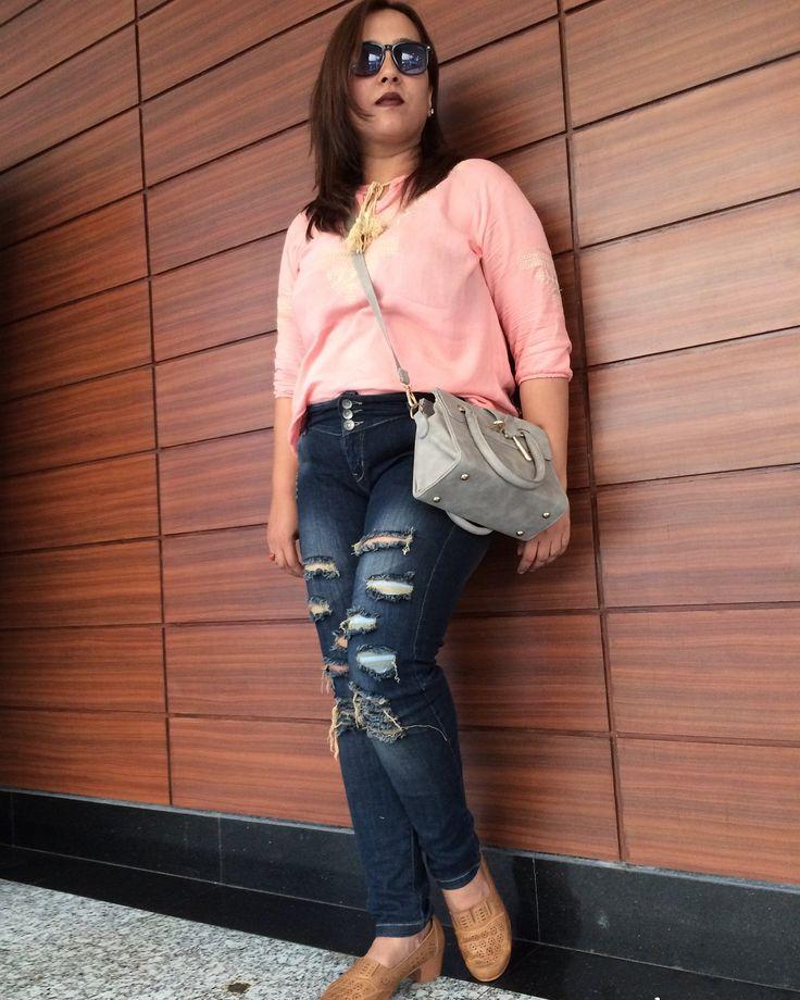Wooden Panelling 🍂 at MGF Metropolitan Mall  . . .  #summerfashion #ootd #outfitoftheday #outfitinspo #styling #whatiwore #wiwt #streetstyle #styleblogger #lifestyleblogger #fashionblogger #fblogger #indian #mumbai #chennai #bangalore #gurgaon #delhi #fashion #streetfashion #streetphotography #instafashion #instastyle #instadaily #fashioninsta #ootdsubmit #lotd #streetstyleblogger #instaphoto #potd